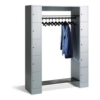 Garderobenanlage, Offene Garderobe mit Spindschrank, 10 Fächer, links/rechts, Korpus lichtgrau, Türfarbe resedagrün, 1.950 x 1.430 x 480 mm (HxBxT)